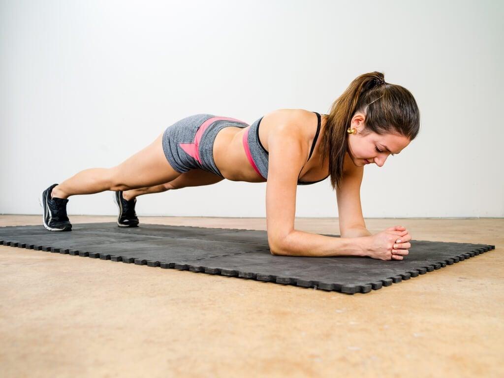 Изометрические упражнения помогут укрепить поясницу