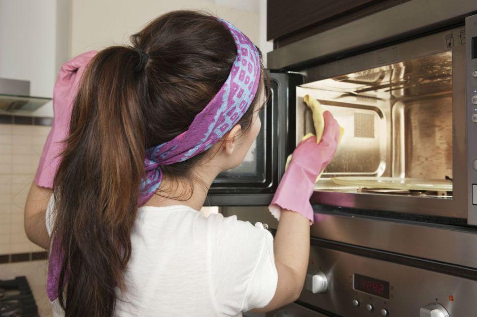 Следи за чистотой губок чтобы избавиться от неприятного запаха на кухне