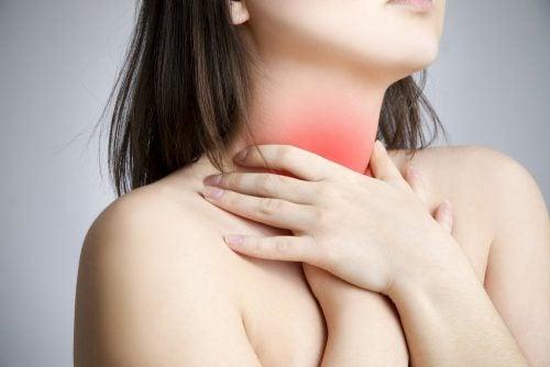 Боль в горле и узелки на голосовых связках