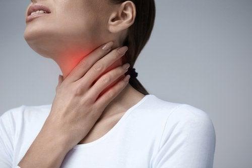 Узелки на голосовых связках и боль в шее