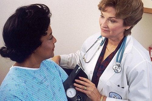 Узелки на голосовых связках и их диагностика