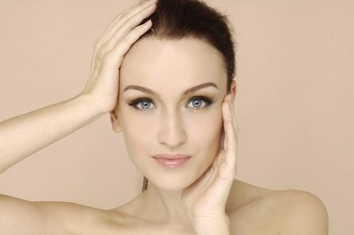 6 симптомов дефицита витаминов, которые можно увидеть на лице