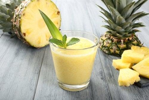 Коктейль из ананаса и имбиря