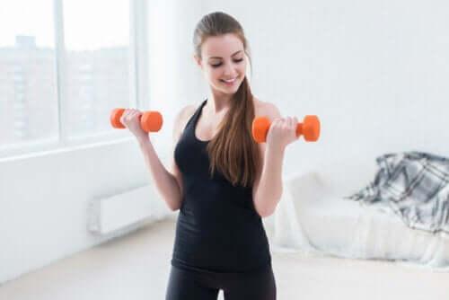 Эти упражнения помогут избавиться от жира в области подмышек!