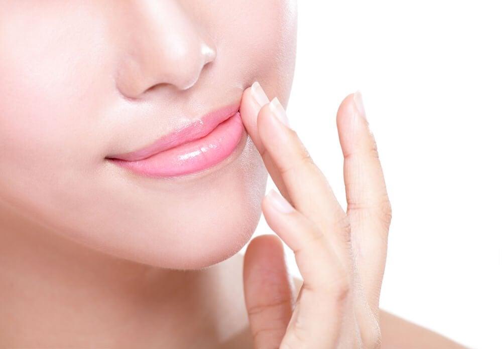Губной бальзам и губы