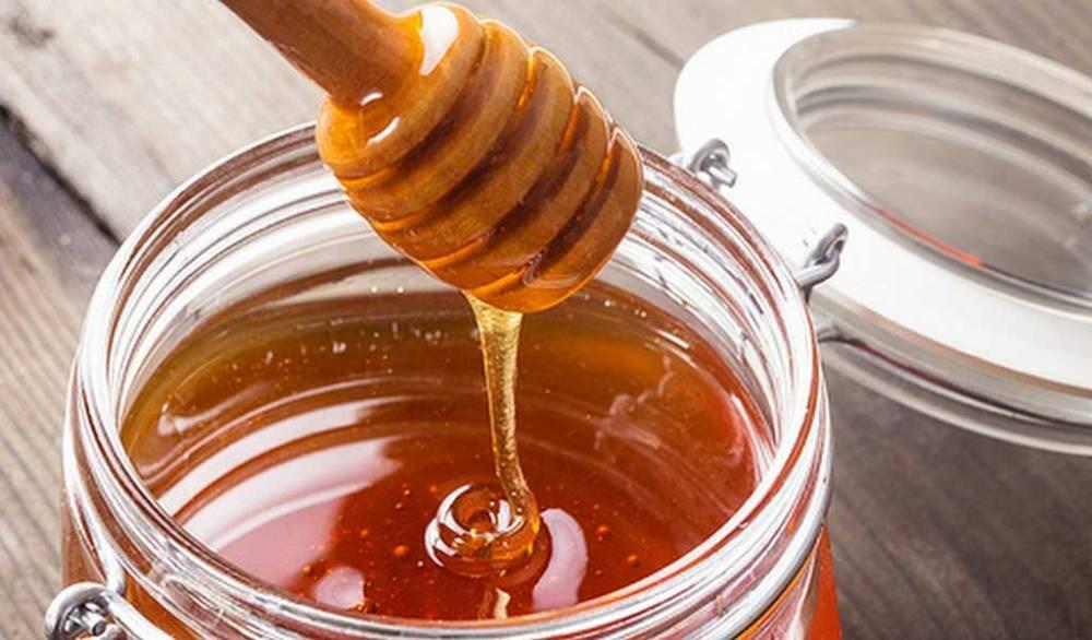 Пчелиный мёд и губы