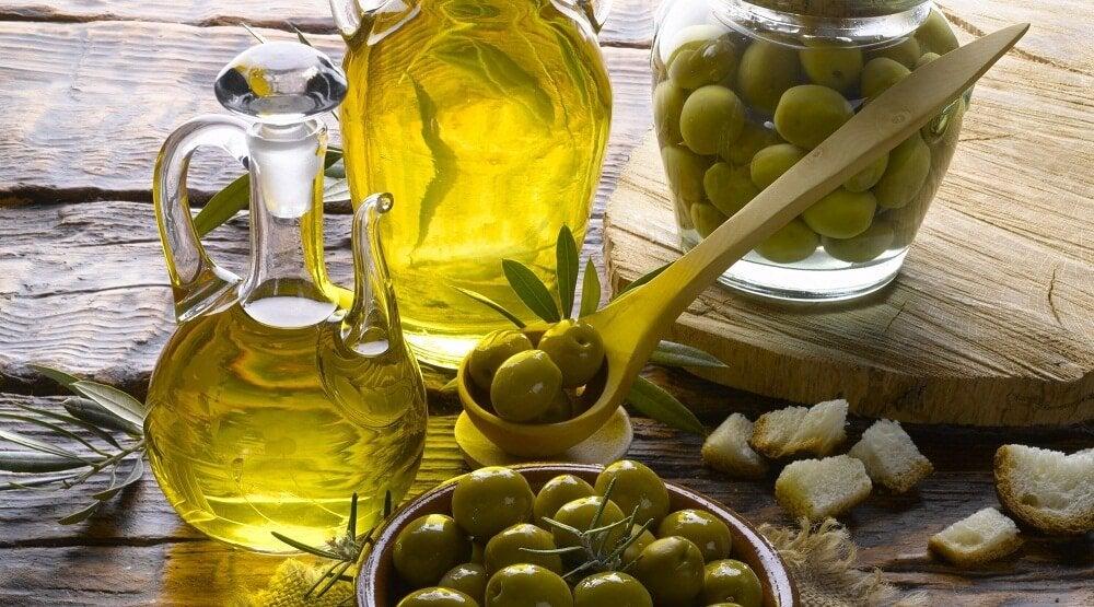 Оливковое масло и губы