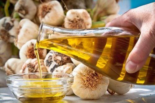 Чеснок с оливковым маслом помогает при высоком давлении