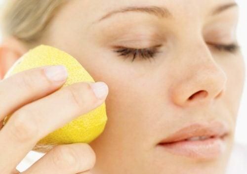 Лимон помогает бороться с морщинами