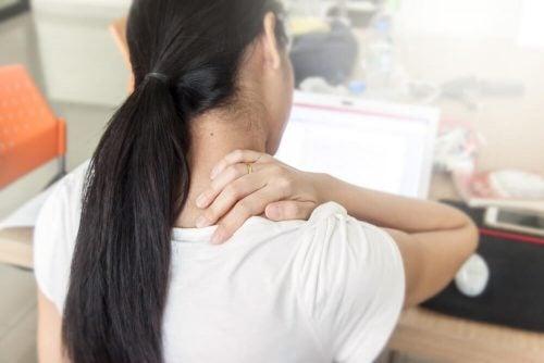 Боль в спине может быть связана с сидячим образом жизни