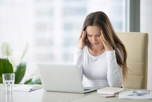 Боль в шее: вам помогут эти 4 простых упражнения