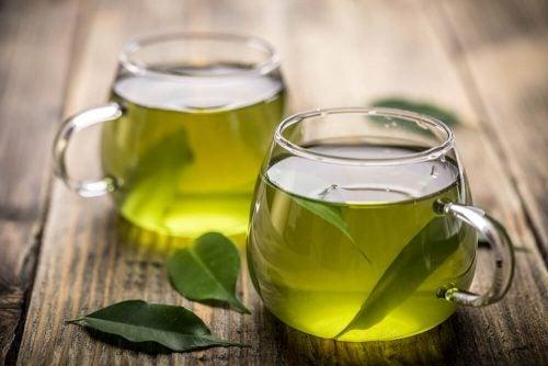 Зеленый чай помогает при повышенной потливости