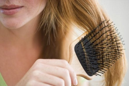 Сильно выпадают волосы и ресницы