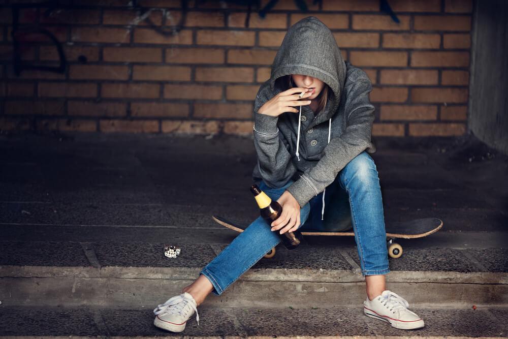 Ребенок принимает наркотики и курит