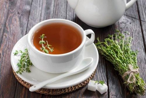 Чай из тимьяна снимет кашель