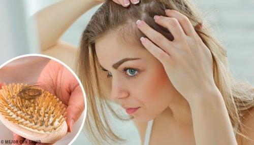 Сильно выпадают волосы? Узнайте возможные причины проблемы