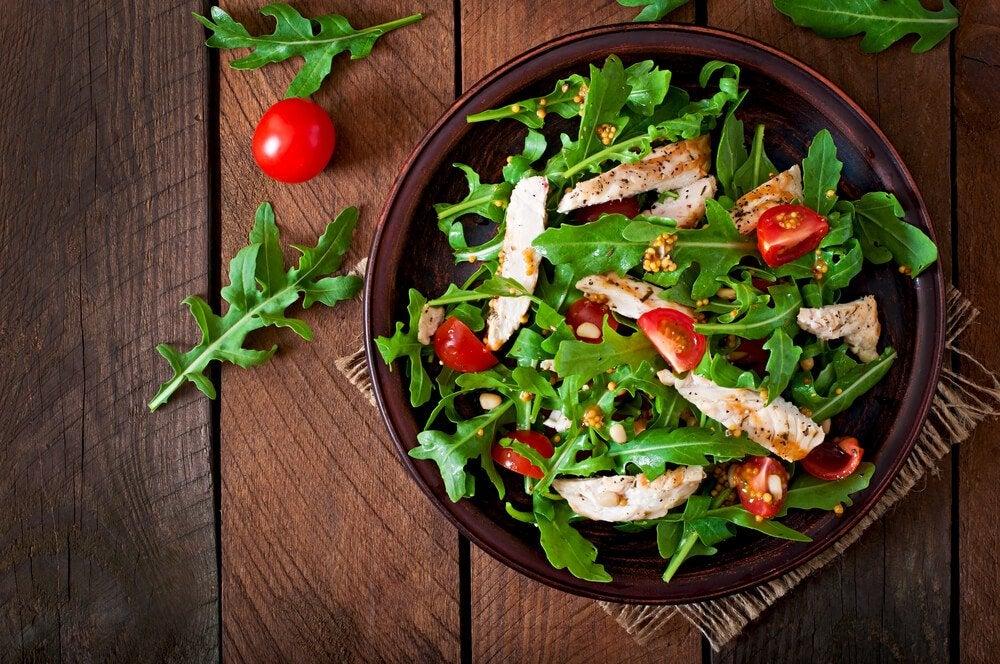 Салат и куркума поможет сбросить вес