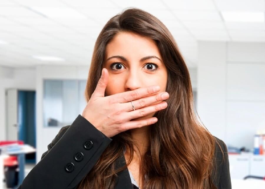 Неприятный запах изо рта и налёт в горле