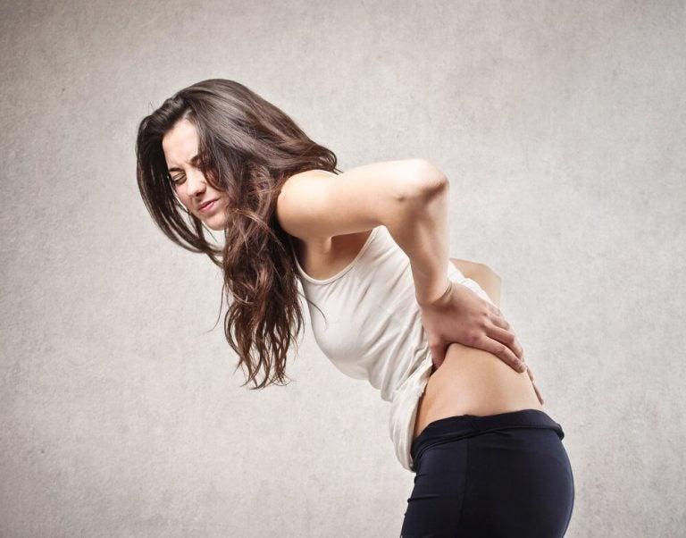 Что вызывает боль в спине: 5 причин ее появления