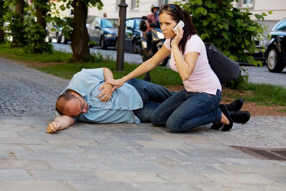 Как действовать при сердечном приступе на улице