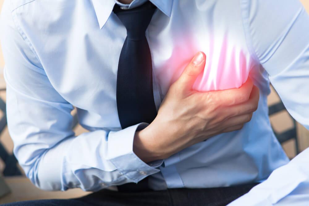 Как действовать при сердечном приступе и остановке сердца