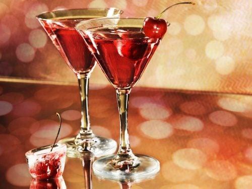Злоупотребление алкоголем может привести к повышенному содержанию мочевой кислоты в крови