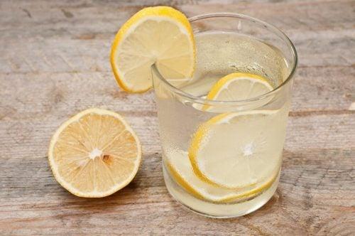 Лимон и смузи из огурца