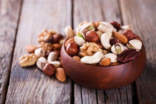 Почему стоит почаще есть орехи?