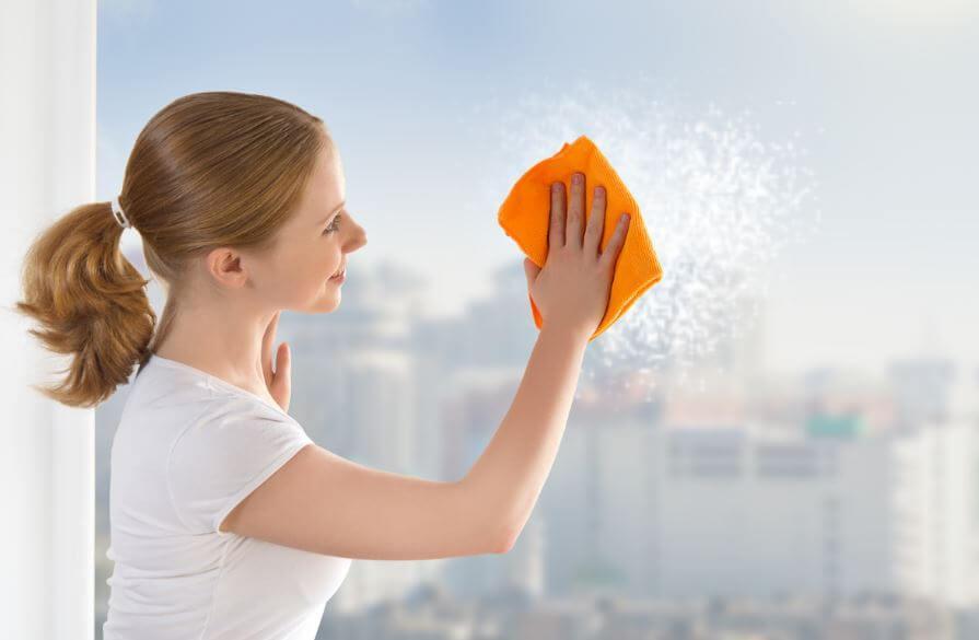 Как помыть окна быстро и качественно: 6 полезных трюков