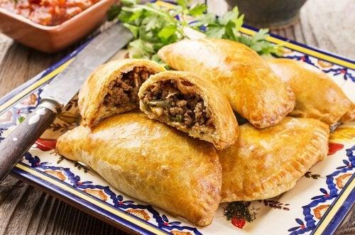 Домашний рецепт пирога с мясом: быстро, просто и вкусно!