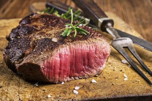 Мясо с кровью