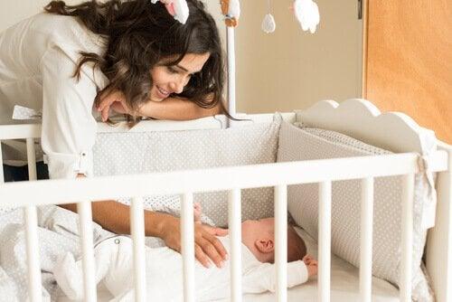 Как научить малыша спать всю ночь