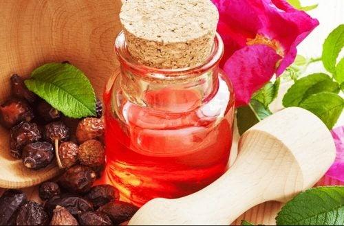Масло розы москета увлажнит сухие пятки