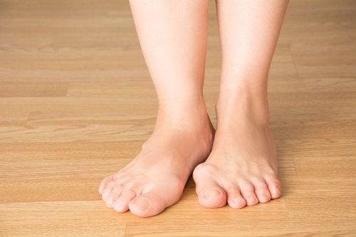 От выступающей косточки на ногах