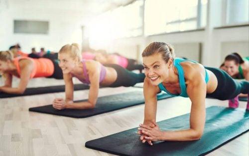 Планка: идеальные упражнения для плоского живота