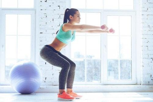 Упражнения приседания с прыжком и красивые бедра