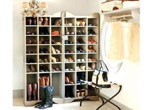 Стеллаж для обуви своими руками: 3 простых идеи