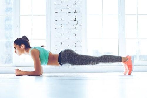 Планка развивает мускулатуру спины