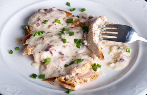 Чудесный рецепт куриной грудки в сырном соусе