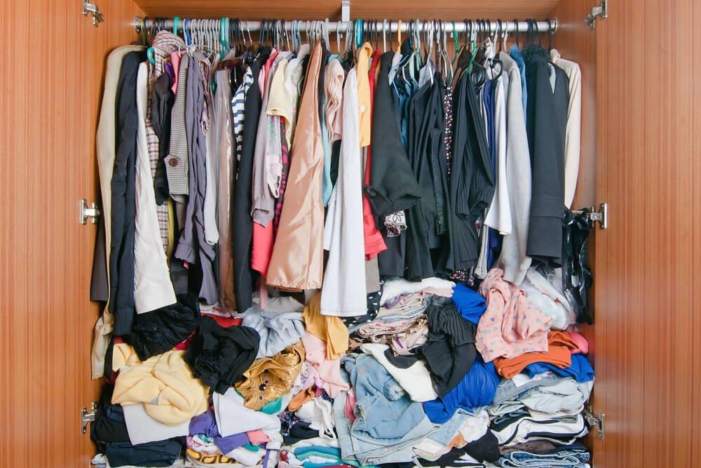 Как хранить одежду дома