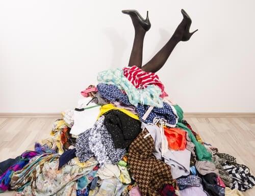 Как хранить одежду, если нет гардероба? У нас есть 7 идей!
