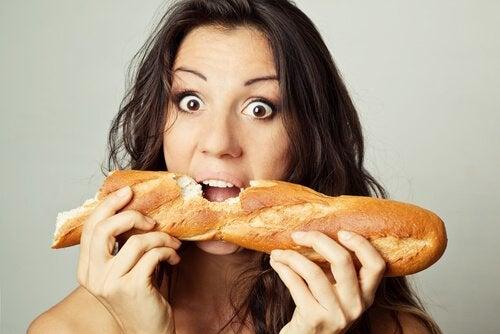 Почему не стоит есть белый хлеб: 4 негативных последствия