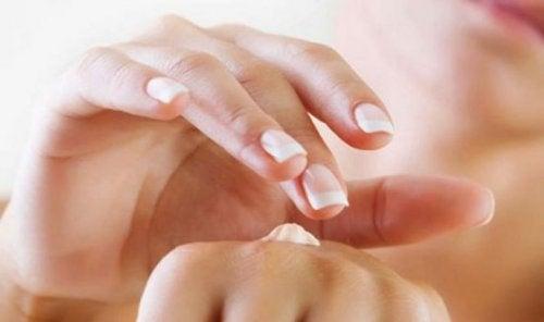 Как защитить руки от старения
