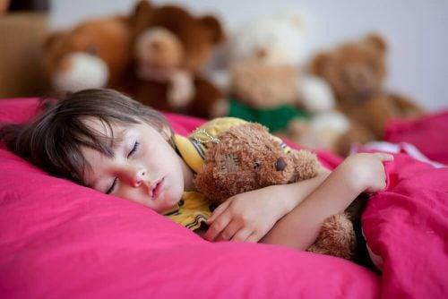 Ваш ребенок поздно ложится спать? Узнайте 4 последствия!