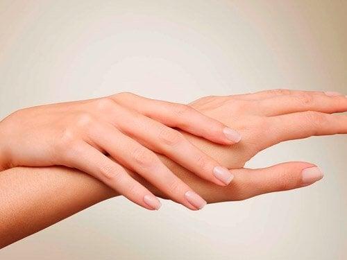Защитить руки от старения