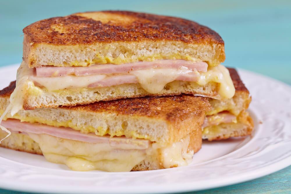 Научитесь готовить вкуснейший сэндвич Монте Кристо!