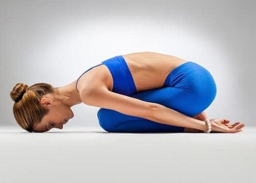 Позы йоги ребенок