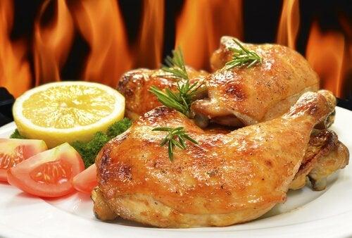 Запеченная в духовке курица с розмарином