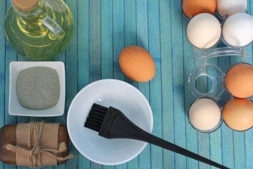 Увлажнить сухие волосы: 3 средства из яйца