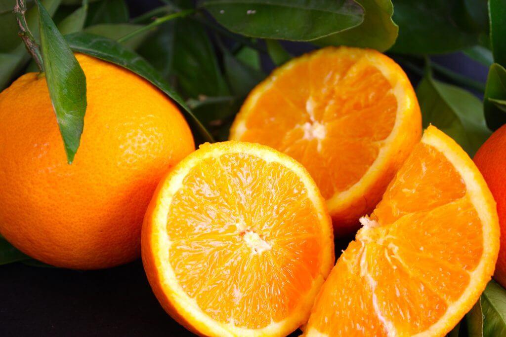 Запеченная в духовке курица с апельсинами